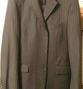 Мужской чёрный костюм в полоску