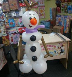 Снеговик Олаф. Фигура из шаров.