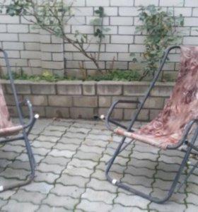 Продам два жезлонга и креслокачалку