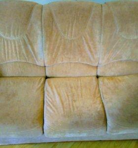 Комплект мебели. Диван и два кресла.