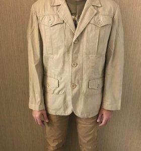 Пиджак из бежевой джинсы