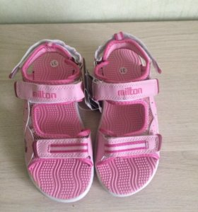 новые сандали р.31