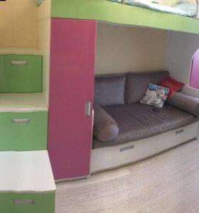 Детская мебель: кровать, диван, шкафы, стол