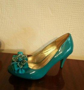 Лакированные бирюзовые туфли