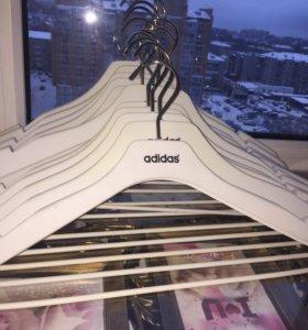 Плечики фирмы Adidas