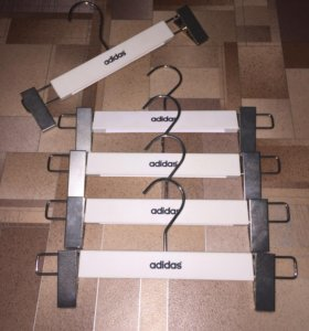 Вешалки для брюк фирмы Adidas
