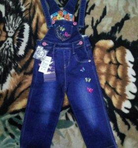 Комбинезон джинсовый на девочку 1-1.5 лет.