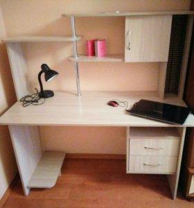 Стол компьютерный/офисный