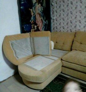 Продаю диван с атоманкой