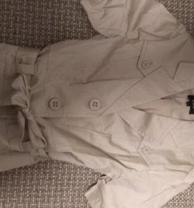 Бежевый пиджак в стиле сафари