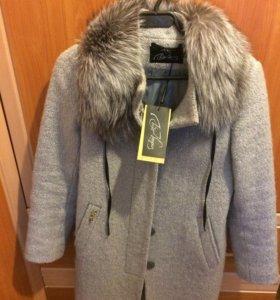 Зимнее женское пальто с нат. мехом