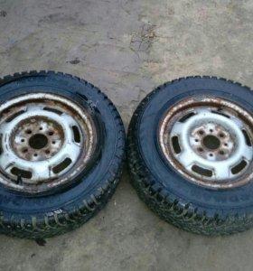 Продаю 2 колеса на зимней резине