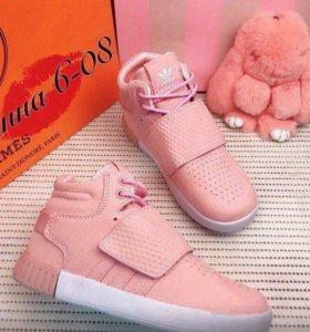 Новые зимние кроссовки Адидас 35 размер