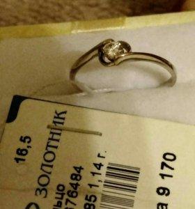 Золотое кольцо с бриллиатом