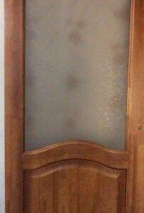 Дверь новая массив сосны
