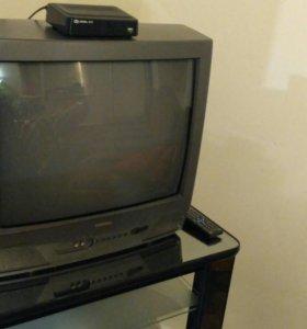 Телевизор TOSHIBA вместе с тюнером