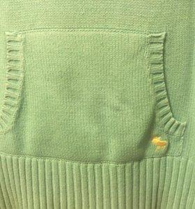 Вязанный жилет с капюшоном
