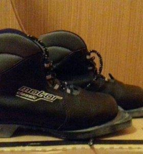 Продам лыжные ботинки Motor р-р 34