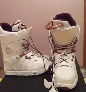 Сноубордические ботинки женские на 35-36 размер.
