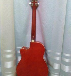 Акустическая гитара с принадлежностями