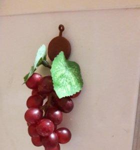 Магнит гроздь винограда на холодильник