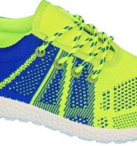 новые текстильные кроссовки 28размер