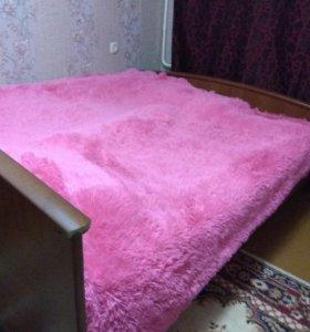 Двухспальная кровать и женский столик