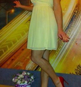 Платье нежного цвета