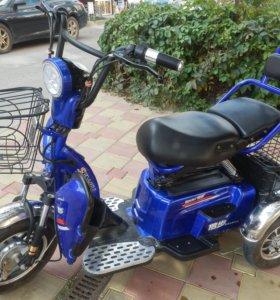 Скутер прогулочный двухместный с эл.приводом