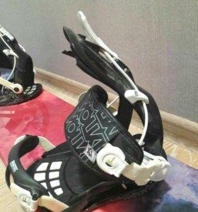 Сноубордс креплениями и ботинками, шлем и очки