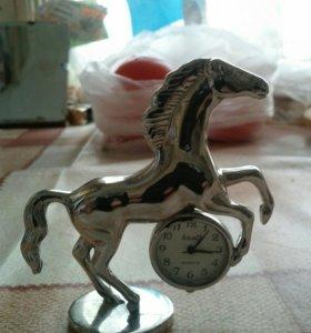 Часы-коняшка