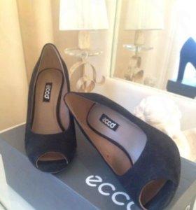 Черные замшевые туфли Ecco
