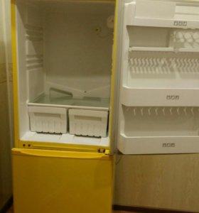 """Холодильник """"Стинол""""б/у в отличном состоянии."""