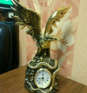 Мраморная статуэтка - часы.
