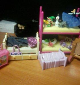 Мебель для кукол + игрушки из киндера