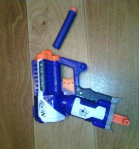 NERF пистолет