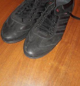 Полуботинки ( спортивные туфли)новые.