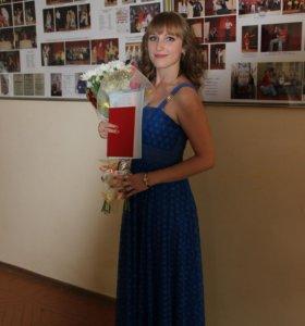 Платье синее с кружевами
