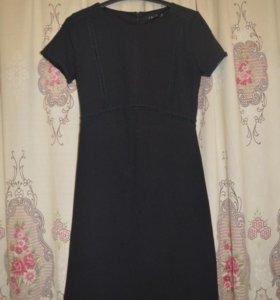 Черное приталенное платье incity.