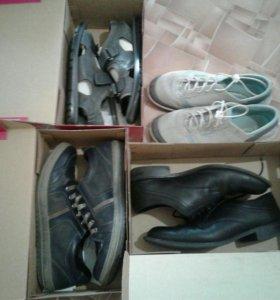 Обувь на подростка р39.
