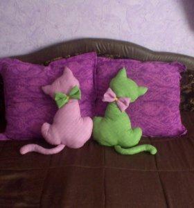 Кошка-диванная подушка