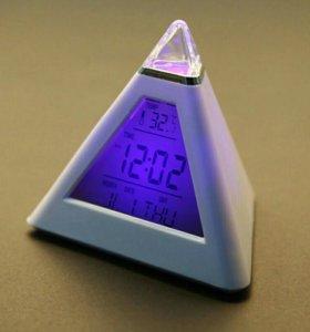 Часы будильник пирамида