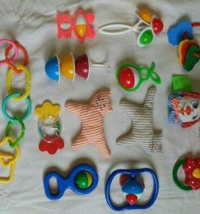 Игрушки малышу до года