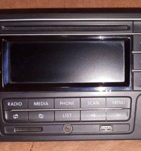 Штатная магнитола RCD320 Volkswagen Polo Sedan