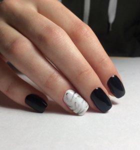 Покрытие ногтей гель лаком.