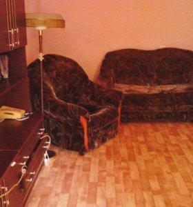 Малогабаритный диван и . Два кресла.