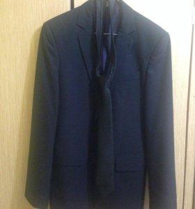 новый пиджак с галстуком