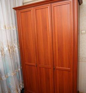 Шкаф для одежды трехдверный трехстворчатый