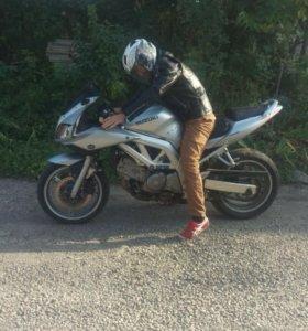 Продаю мотоцикл Suzyki.