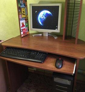 ПК и компьютерный стол